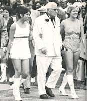 Colonel Sanders, Cheerleaders