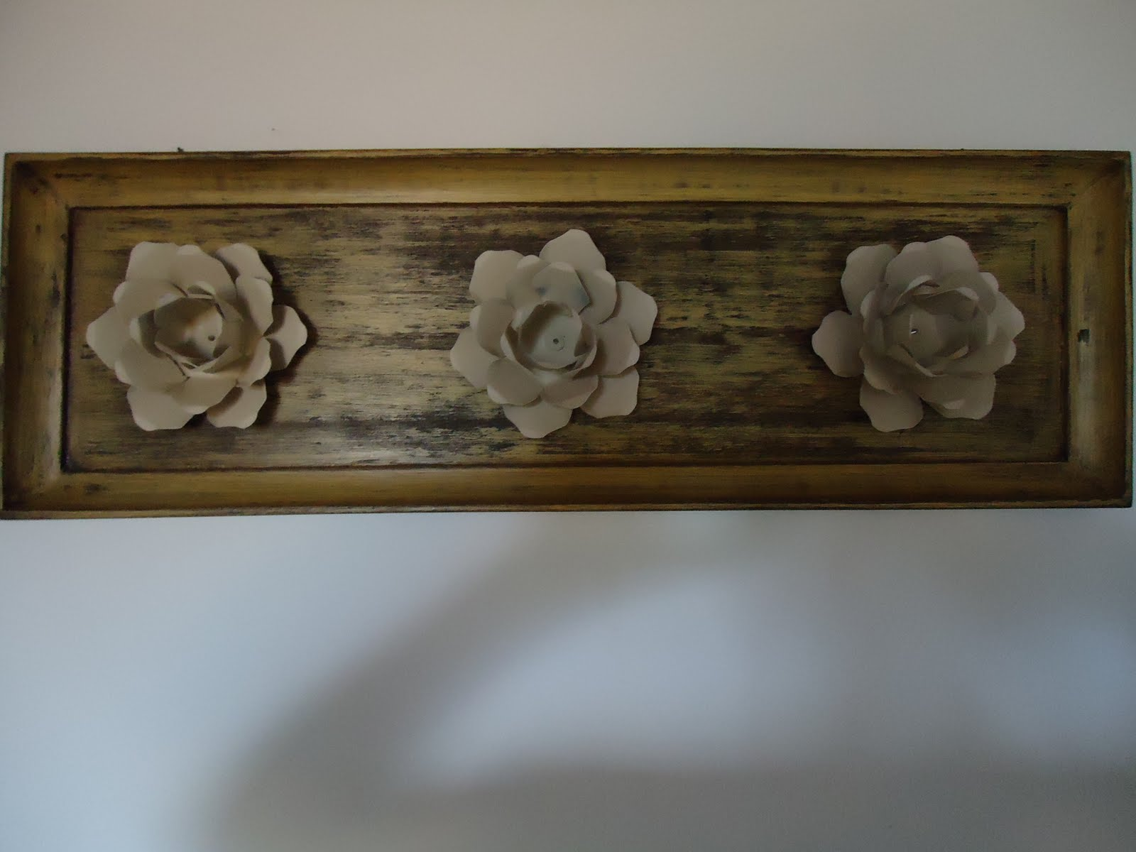 Artesanato em Madeira: Flores de ferro em base de madeira R$30 00 #382C1A 1600x1200