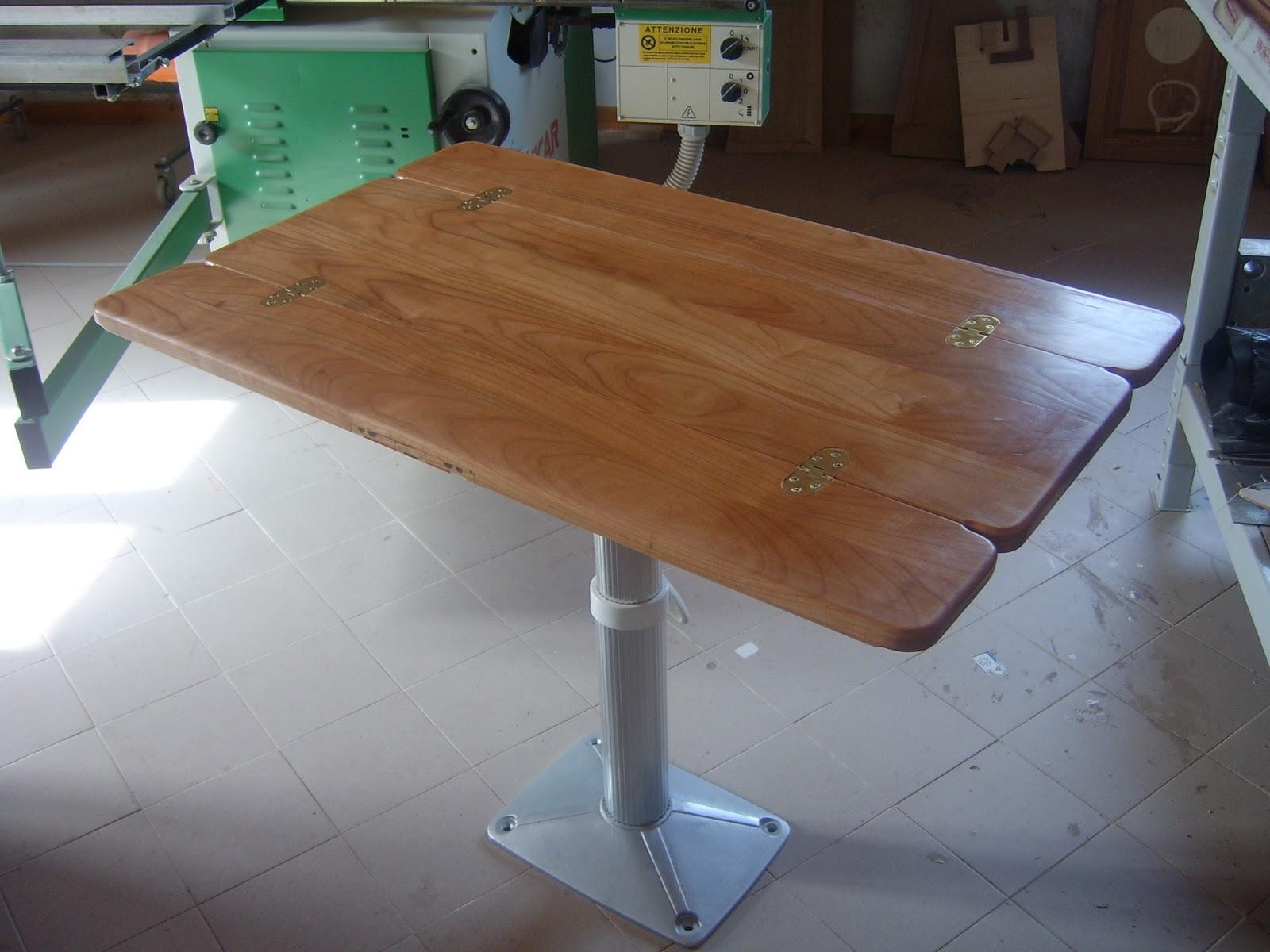 Il legno il mare e il vento gli arredi interni for Tavolo resina epossidica