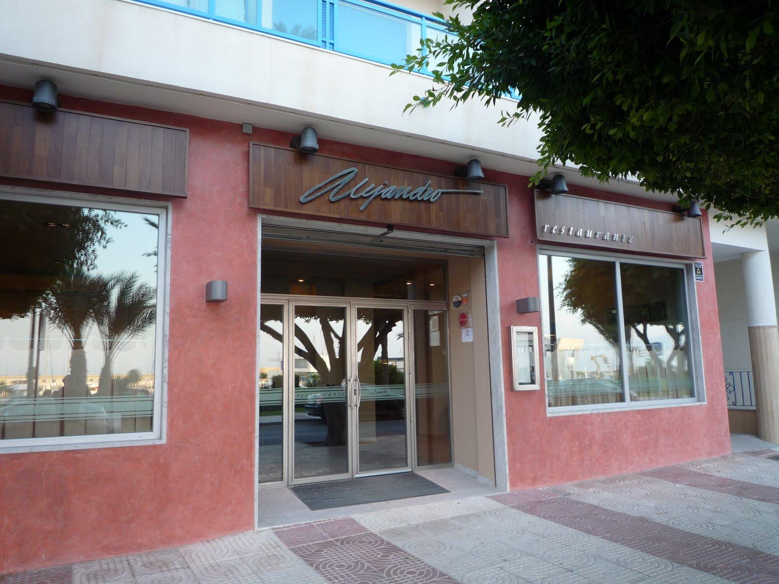 Mis restaurantes restaurante alejandro for Fachadas de restaurantes modernos