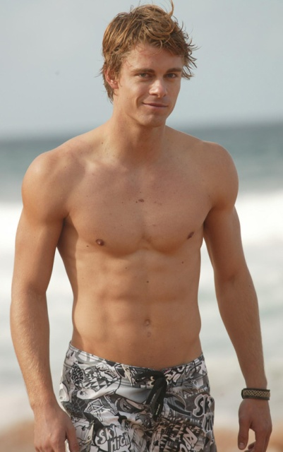 Hollywood Hunks Luke Mitchell Shirtless And Hot