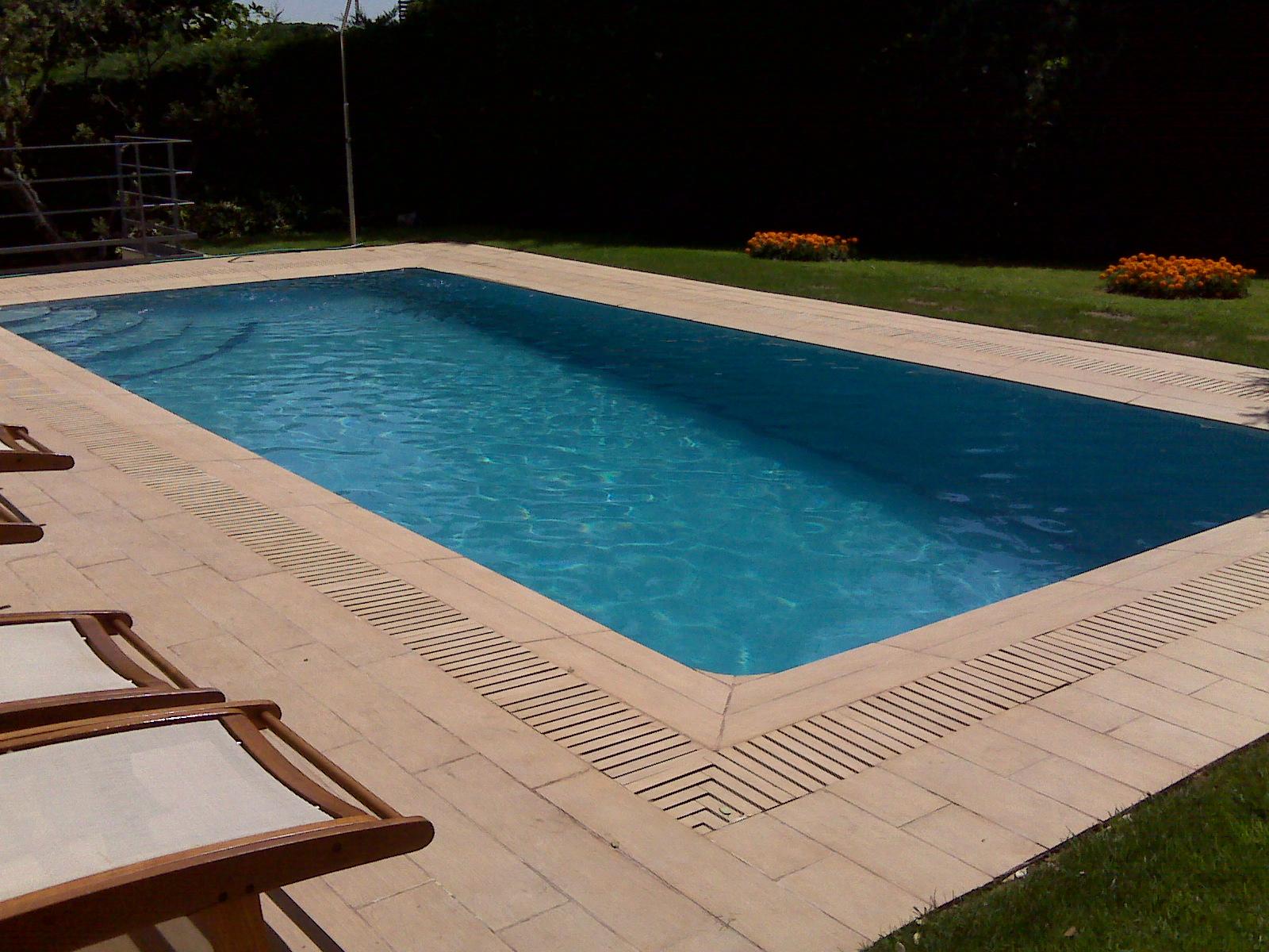 Rosa gres el sistema desbordante para piscina privada en for Piscinas particulares