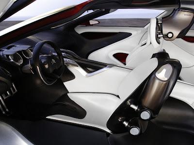 Detalhes do interior futurista e luxuoso do Citroen C-METISSE.