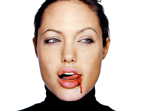 "Thanksgiving A ""Story Of Murder"": Jolie. Angelina Jolie"