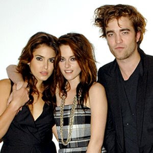 Kristen Stewart Nikki Reed on Umm  Yeah  They Look Totally Crazy About Good Ol  Robert    Positively