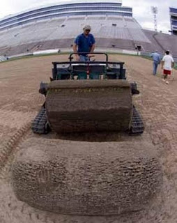 proses membuat rumput lapangan