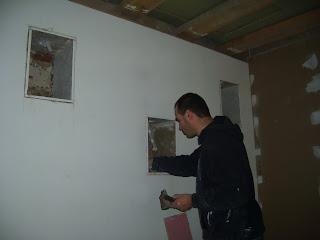 pipaix le fameux mur aux niches. Black Bedroom Furniture Sets. Home Design Ideas