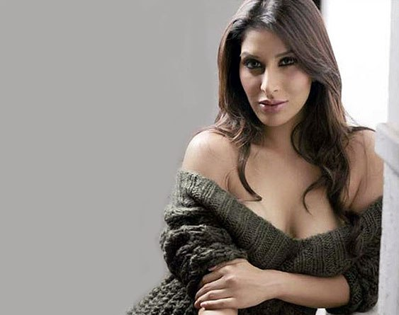 Hot Pictures of Sophie Chaudhary