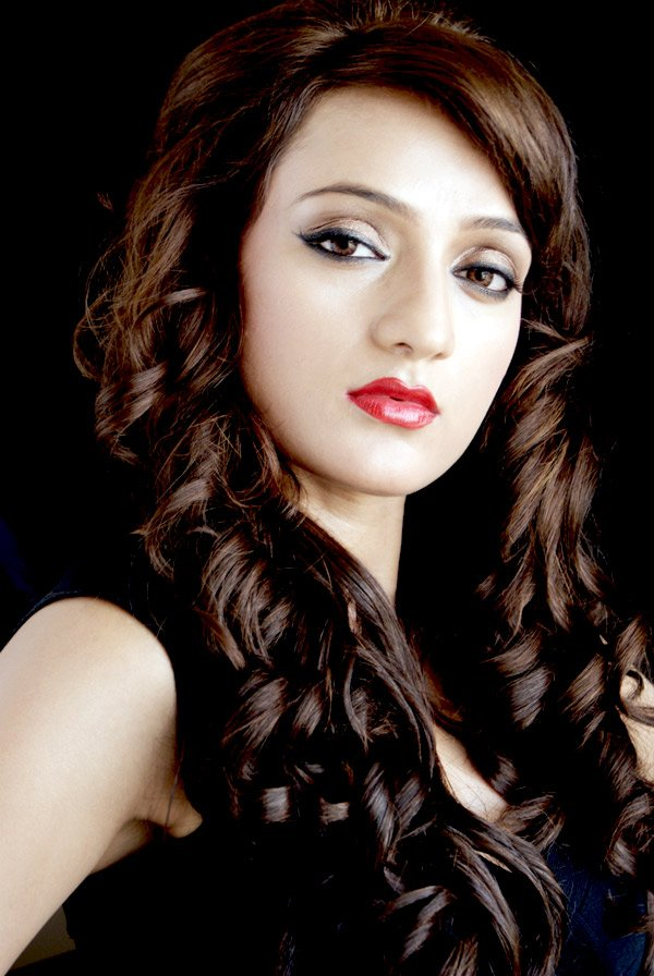 Bollywood Actress Arshi's Hot Pics