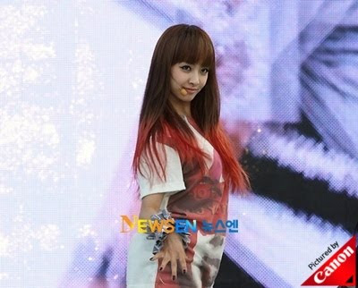So maybe she DID have red hair. Victoria: Victoria sported red tips for