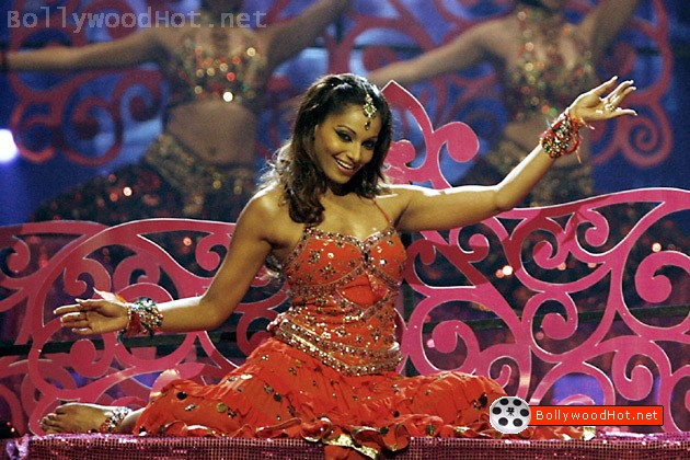 [bipasha-basu-bollywood-hot-actress-sexy-girl3.jpg]