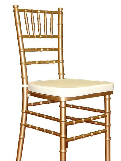 The Brooches Debate Chiavari vs Banquet Chairs Weddingbee