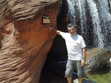 Que calor pero cerca de esta cascada se esta genial .