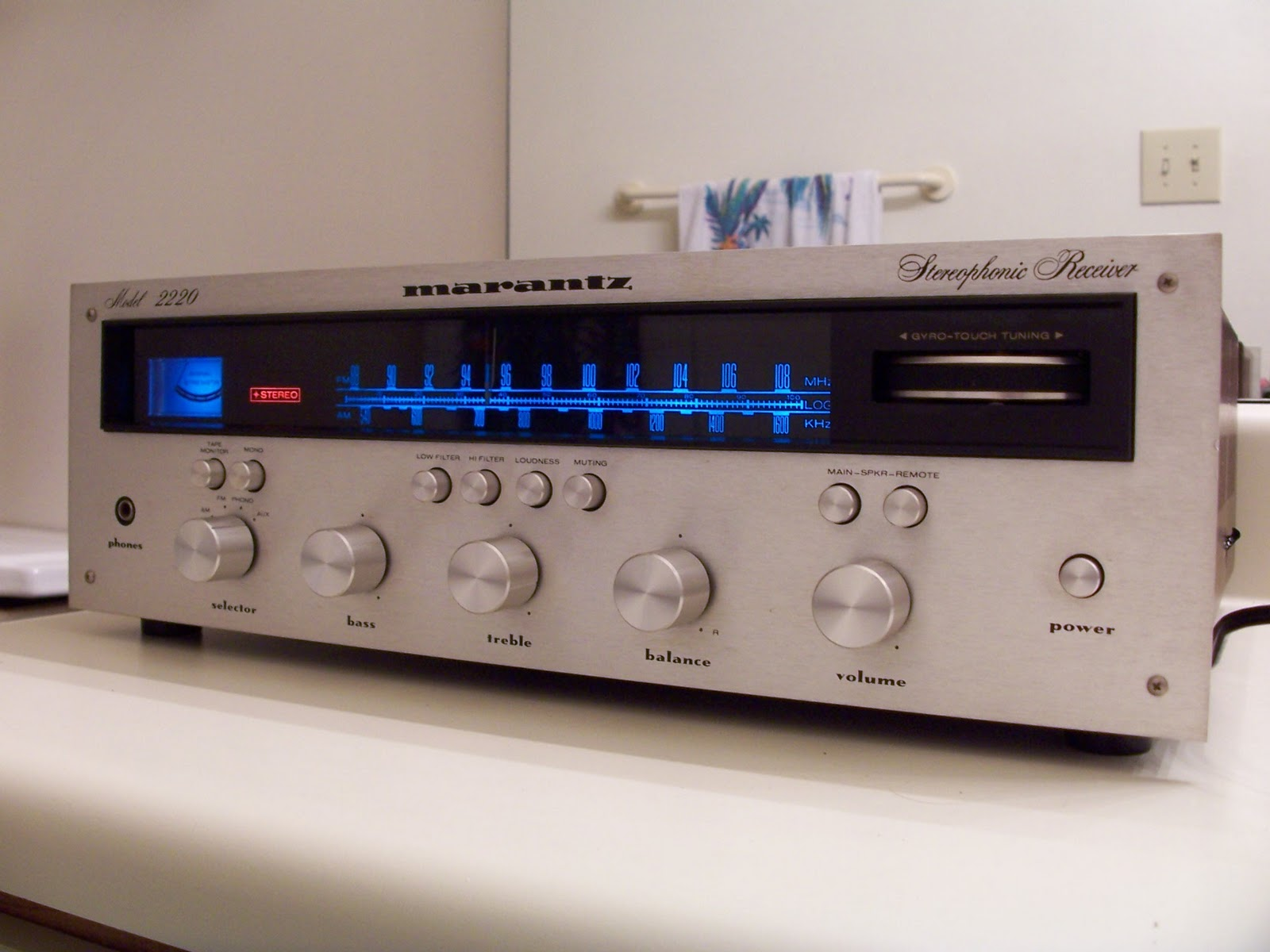 Revolver: 17. The Marantz 2220 Stereophonic Receiver From 1973!