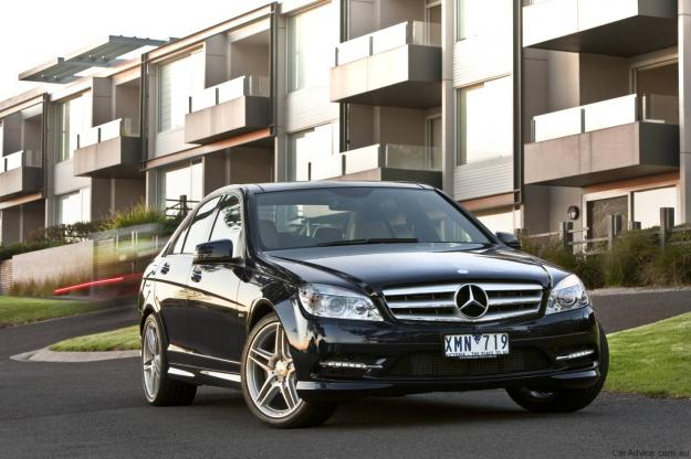 Mercedes benz c200 cgi specifications price in india for Mercedes benz c class price in india