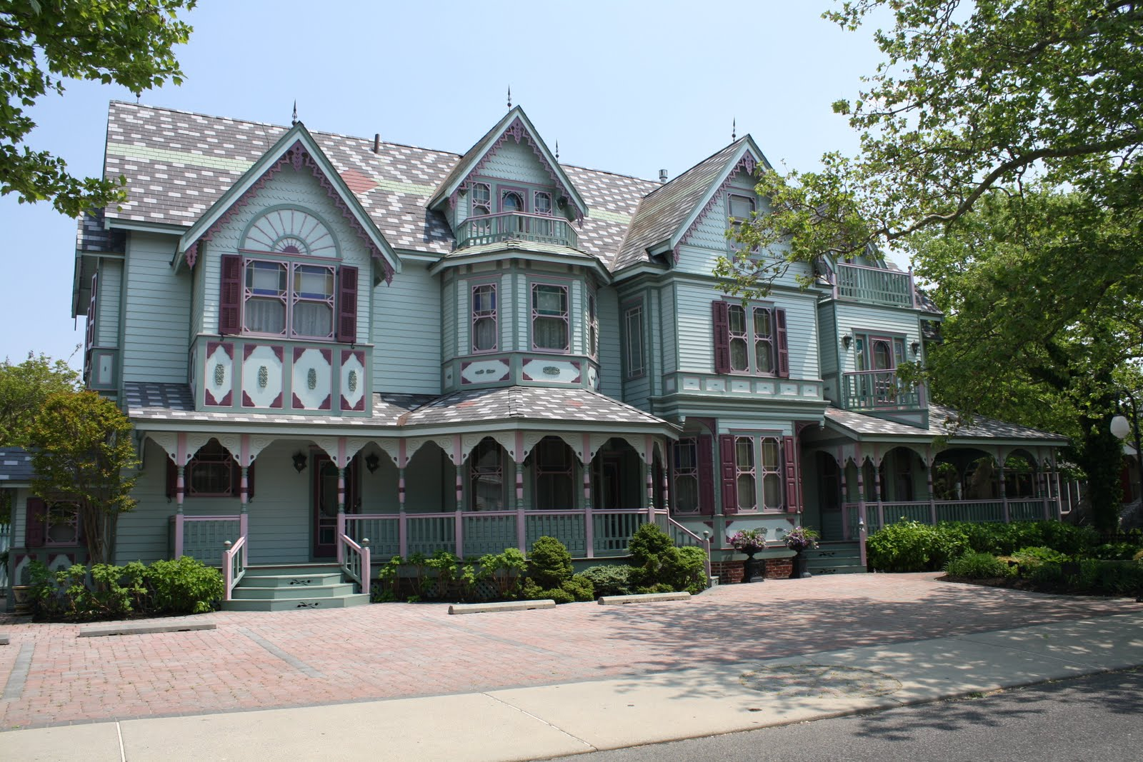 Beautiful Victorian Homes With Flowers In The Front Yard