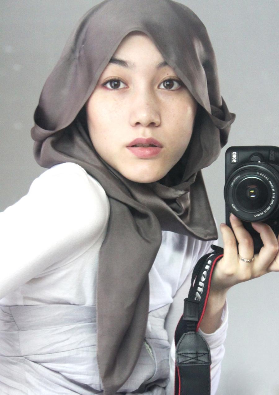 http://4.bp.blogspot.com/_SIFOtx4f-6w/TT2_q6B_zsI/AAAAAAAACHA/rwkrKCaDDIE/s1600/428__900x1271_hana-tajima-hijab-style.jpg