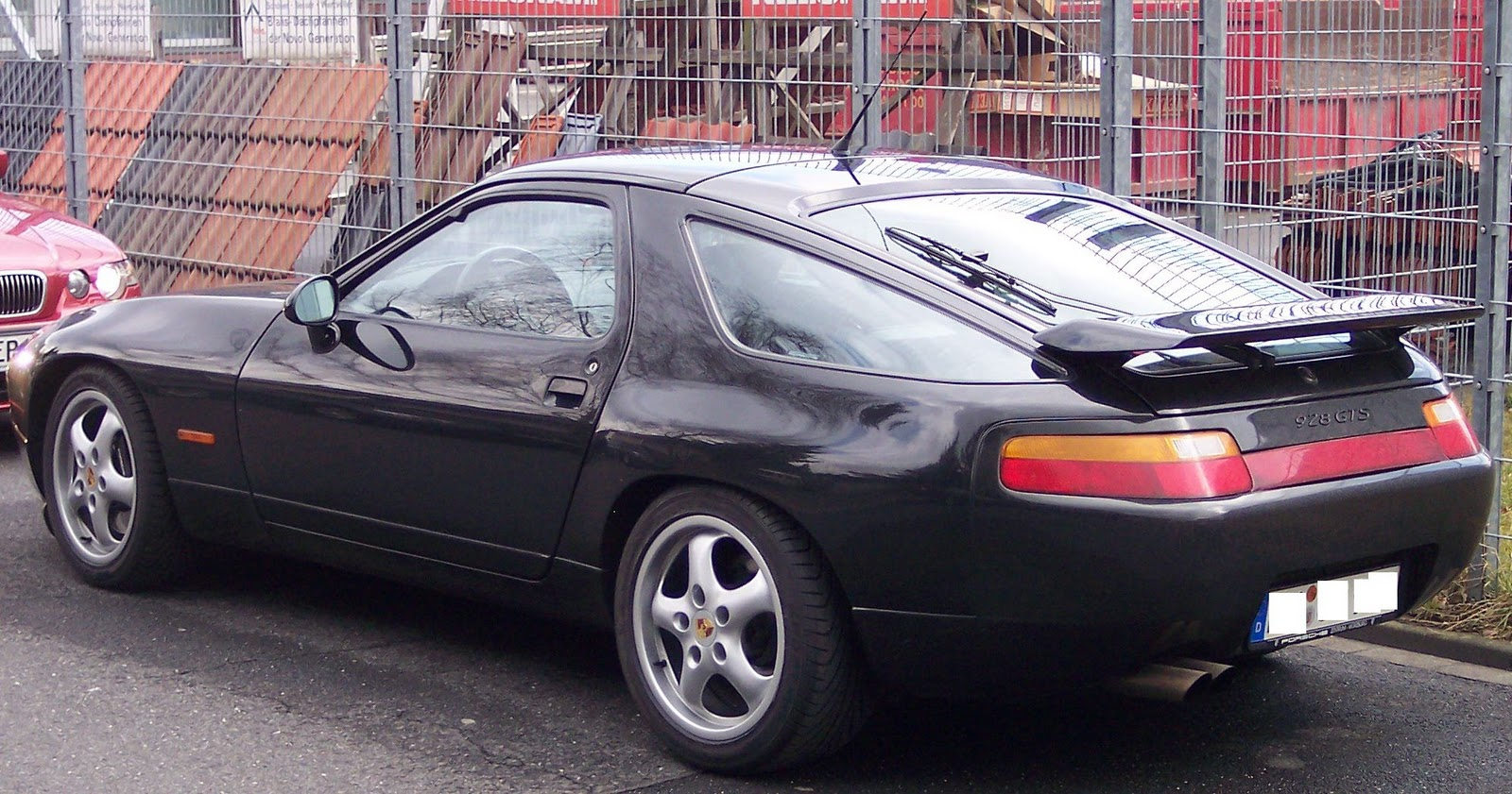 http://4.bp.blogspot.com/_SJZzHWvv1FE/TTH1_WAn8aI/AAAAAAAAHbY/EoUNaRc2Jio/s1600/Porsche-928-3.jpg