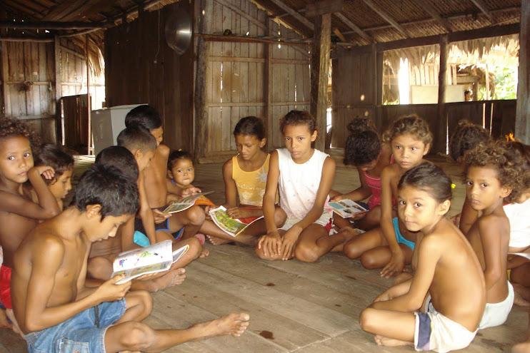 Roda de Leitura com nossas crianças de comunidades tradicionais da Amazônia