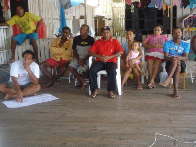 Participando ativamente de encontros comunitários