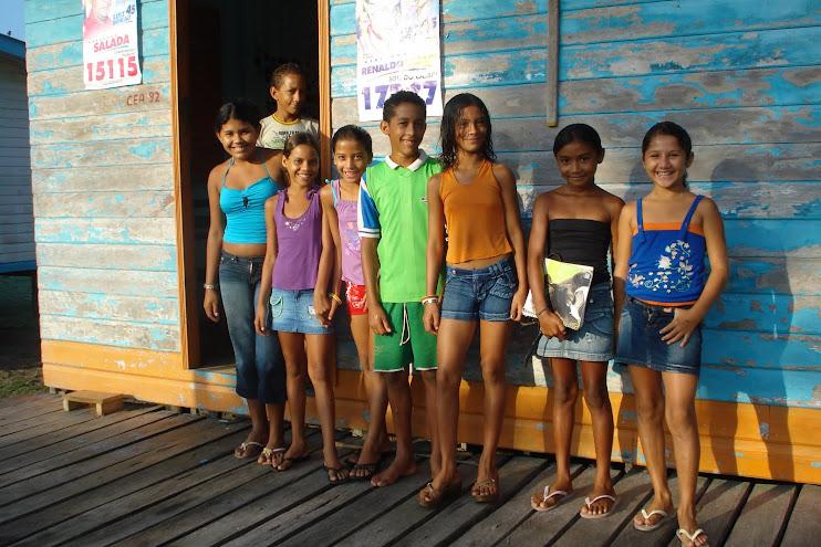 Jovens leitores da Reserva Extrativista do Rio Cajari