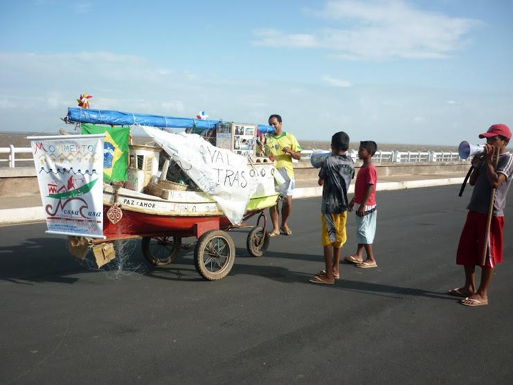 Oficina de Comunicação Livre para crianças de rua em frente ao Rio Amazonas