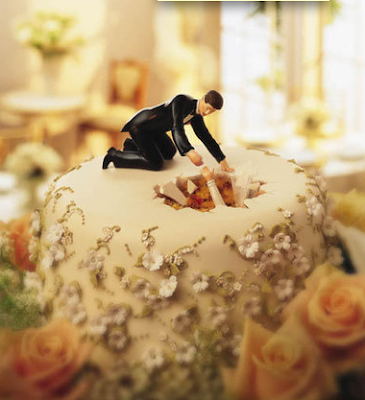 hole wedding cake