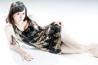 Aura Kasih  : penyanyi berdada montok