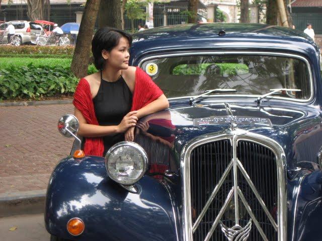 Người đẹp và xe hơi