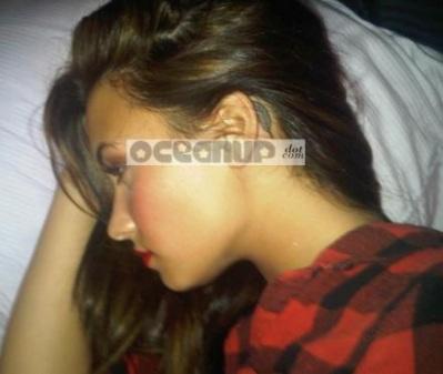 Demi Lovato Tattoo On Ear. Demi Lovato tem tatuagens e
