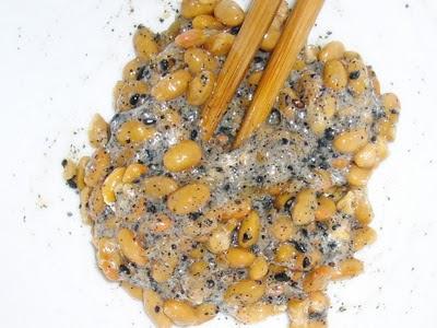 納豆に黒すりごま感覚