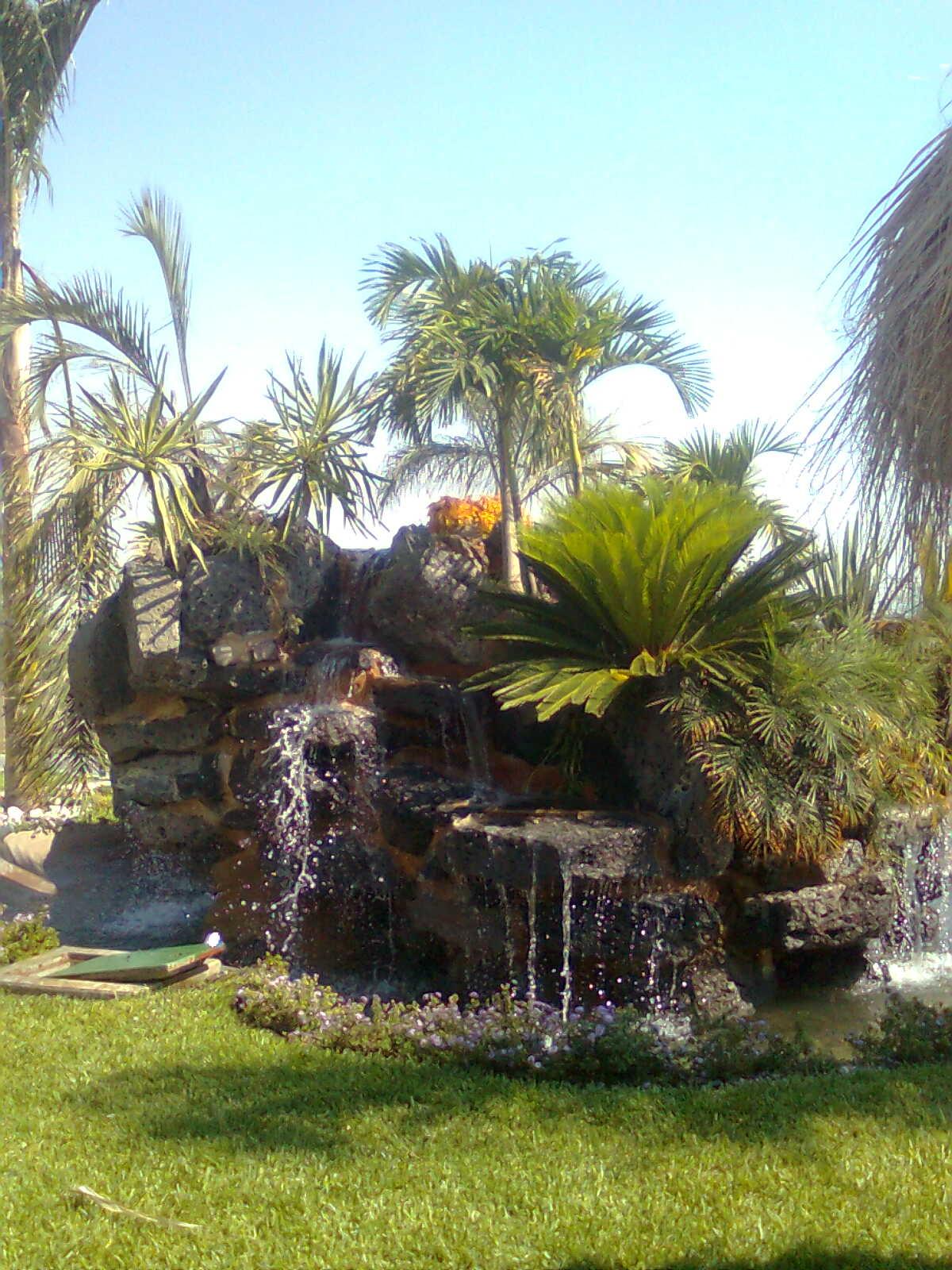 Creaciones en dise o de jardines chegue cascadas for Disenos de fuentes y cascadas