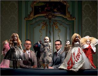 A dupla Rolf Snoeren e Viktor Horsting com suas criações miniaturizadas