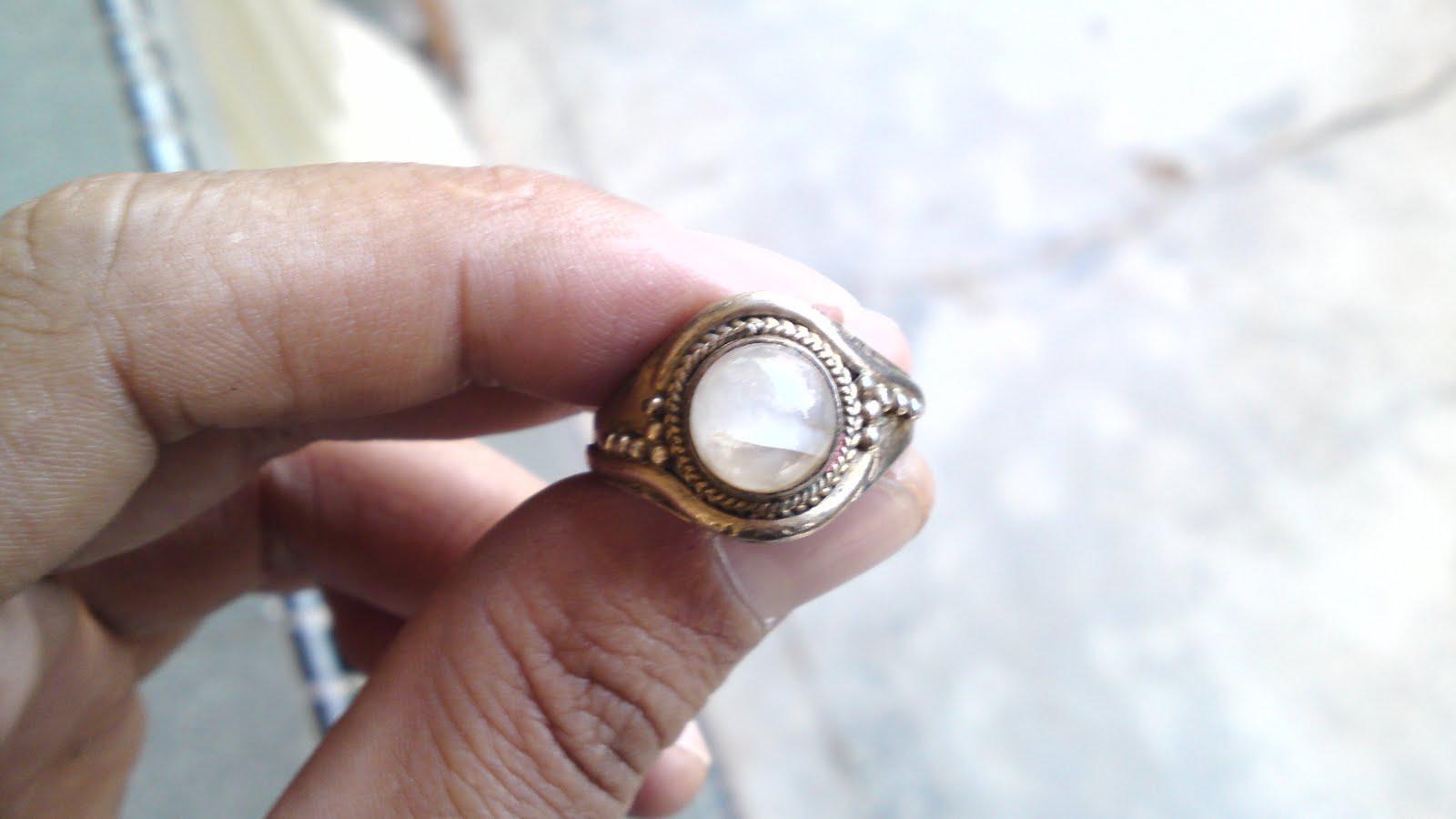 Batu Delima Putih