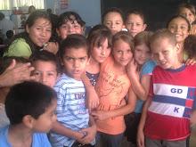 fabi y sus compañeros el dia de su fiesta de escuela