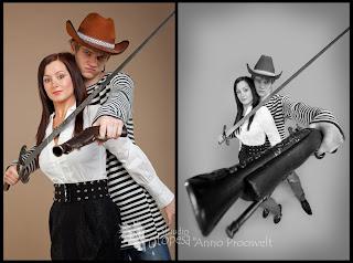 Lainurga naljapilt noortest mõõga ja püssiga. Fotostuudio  Fotopesa Tallinnas