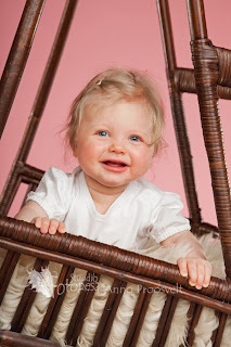 Portree tüdrukust korvtoolis.Fotostuudio  Fotopesa Tallinnas