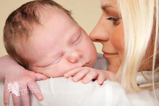 beebi magab ema õlal