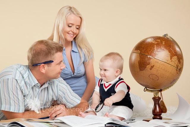 perepilt gloobusega, ema isa ja laps