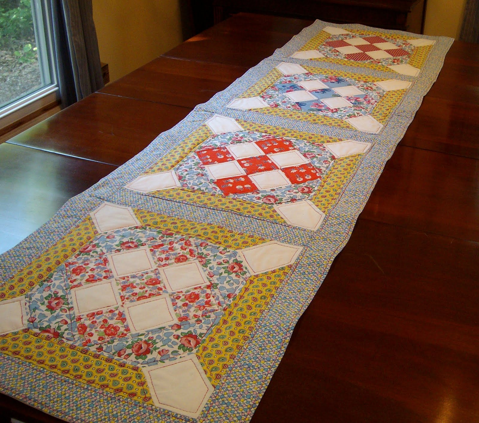 video the with Quilted Runner sparrows:  table runner Table Sewing