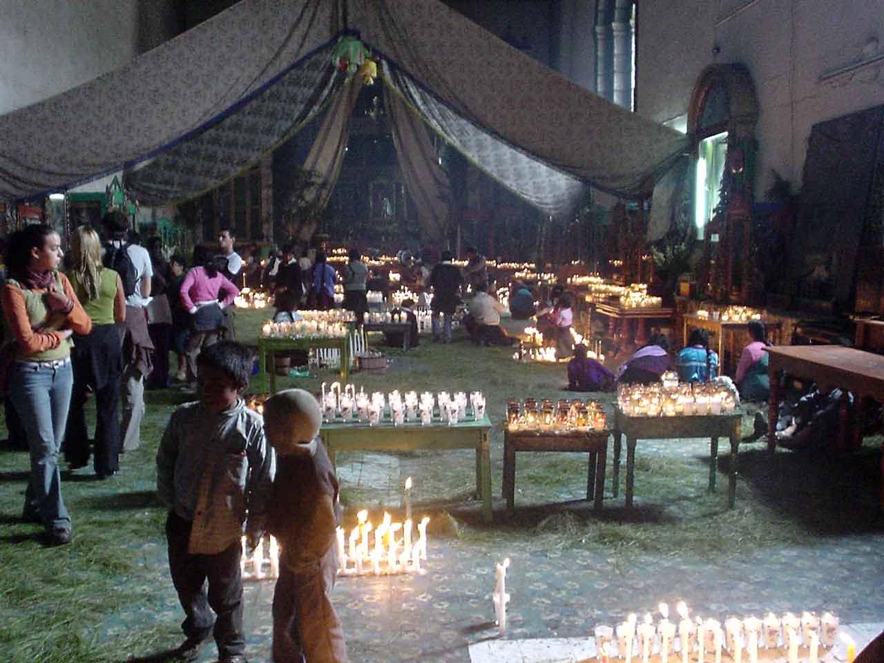 Una de las pocas fotos del interior de la Iglesia de San Juan Chamula