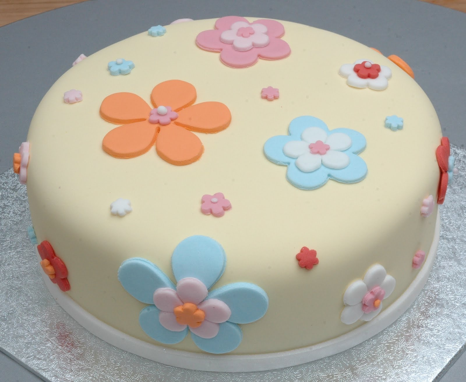 Simply A Cake A Simple Flower Cake