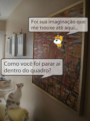 Gata Lili observa seu amigo imaginário no quadro da sala