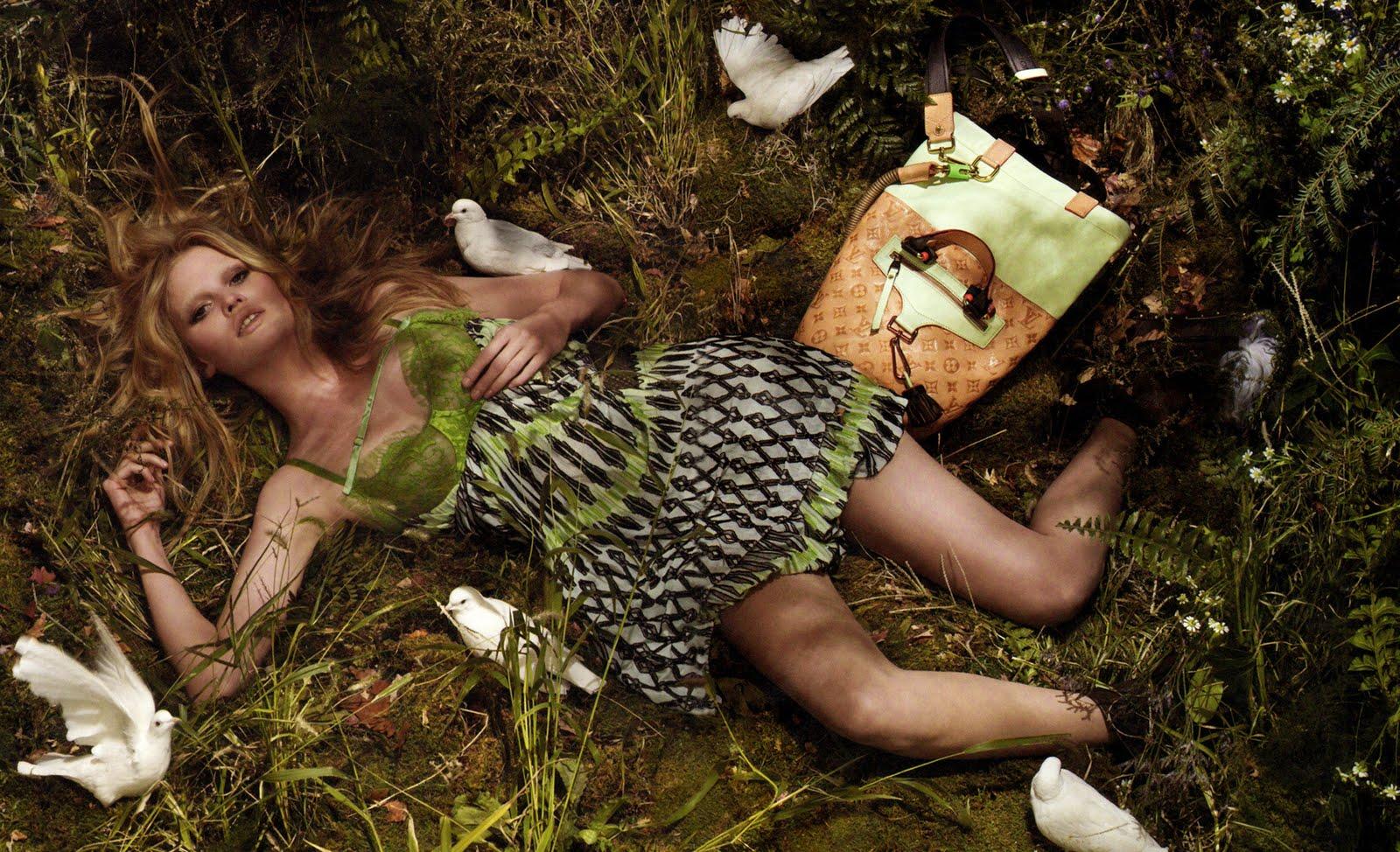 http://4.bp.blogspot.com/_Shzz_T0VihI/S_ar7dPm7JI/AAAAAAAABBU/DeNckx6yMRQ/s1600/Louis+Vuitton_Lara+Stone_SS2010+04Apr01.jpg