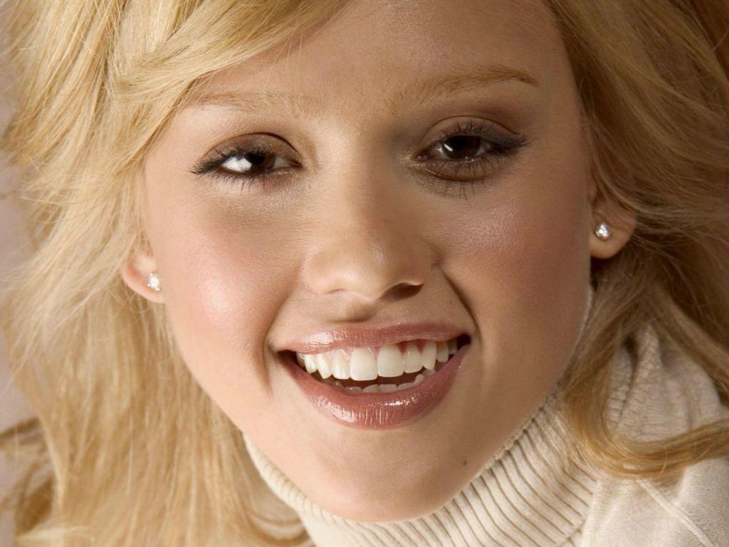 http://4.bp.blogspot.com/_Si7zjQmZnm4/SWTEXuAfuzI/AAAAAAAAAyE/87pu_Laqtko/s1600/Fullwalls.blogspot.com_Jessica_Alba%2852%29.jpg