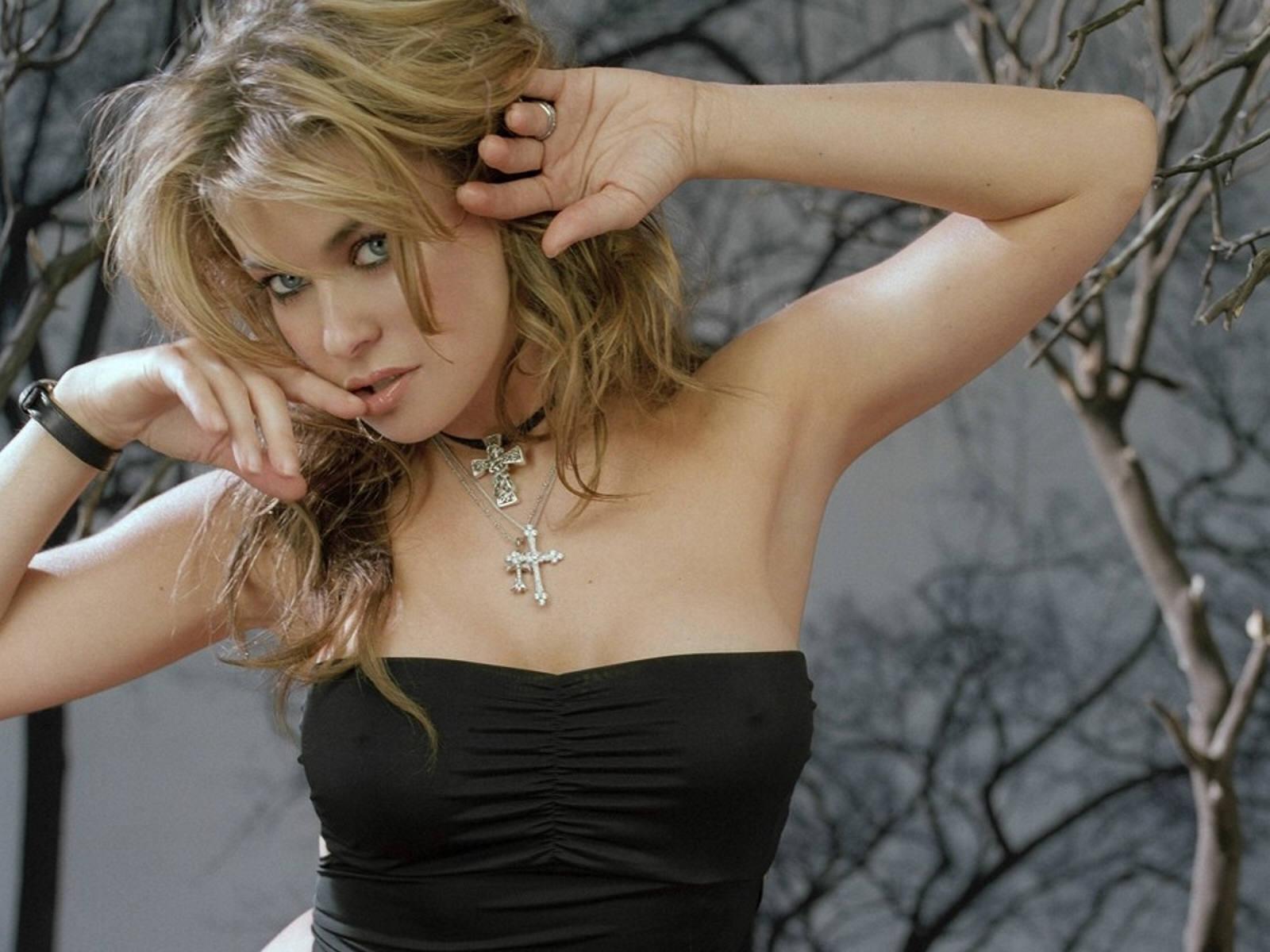 http://4.bp.blogspot.com/_Si7zjQmZnm4/SZm2JSH7HMI/AAAAAAAAB2M/TUrB2xnbuPc/s1600/Fullwalls.blogspot.com_Carmen_Electra(35).jpg