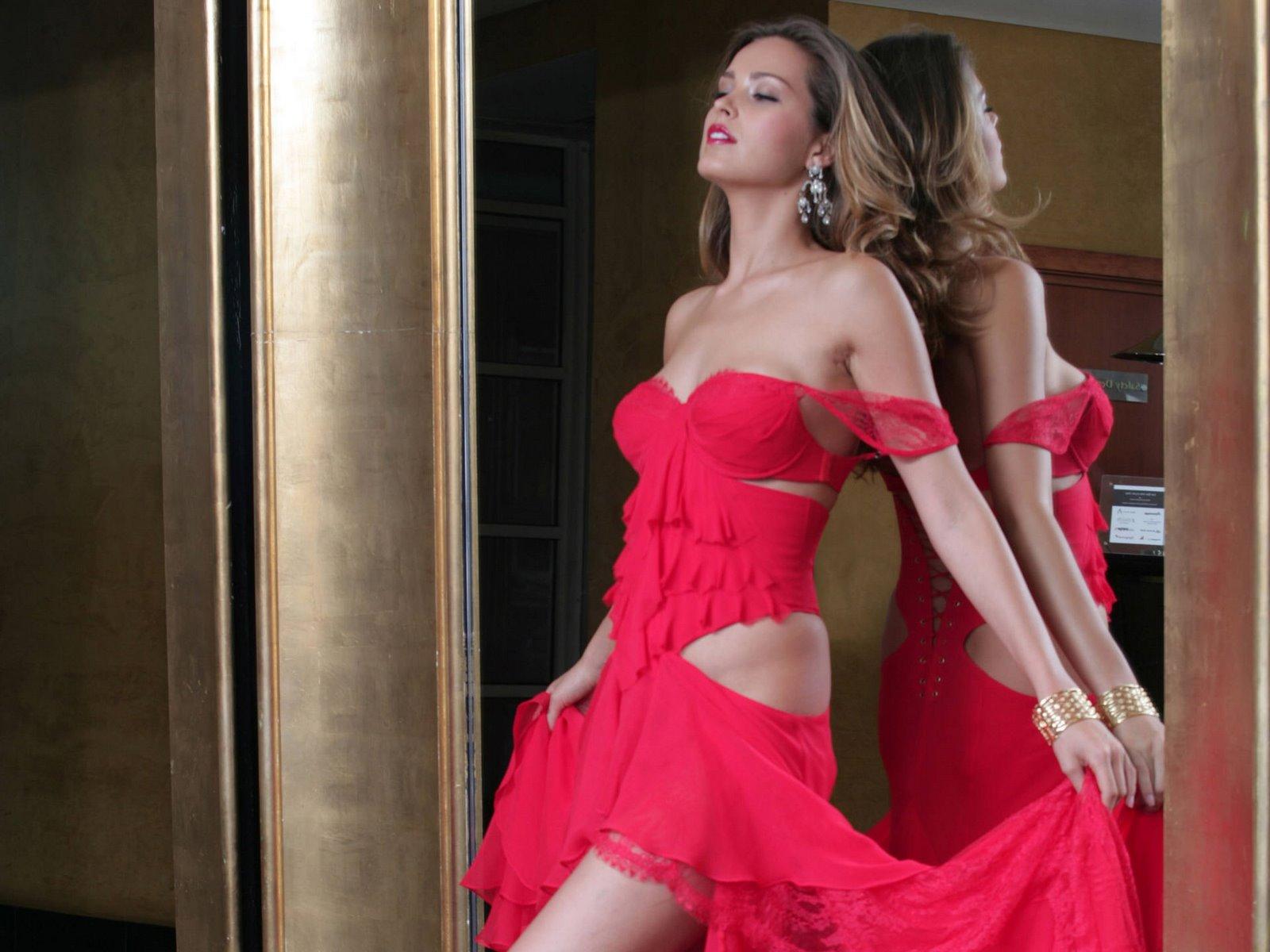 http://4.bp.blogspot.com/_Si7zjQmZnm4/SZxPCFTdWAI/AAAAAAAACGQ/AjtADQ9RQfo/s1600/Fullwalls.blogspot.com_Petra_Nemcova%2815%29.jpg