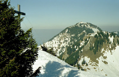 Feichteck Gipfelkreuz Blick zum Hochries