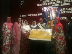 Penyerahan Mock Cek dari Bonda Umi Shahin kepada Pergerakan Puteri UMNO bagi Bantuan Gaza