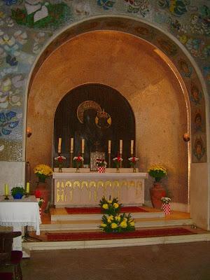 Oltar unutar Kapelice